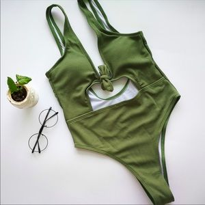 ☀️GREEN ONE-PIECE SWIMSUIT!